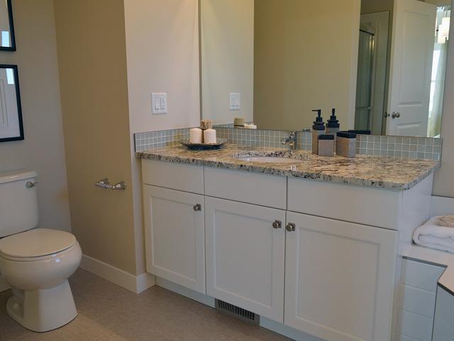 洗面化粧台と壁に隙間があるときは埋めておくことをおすすめします