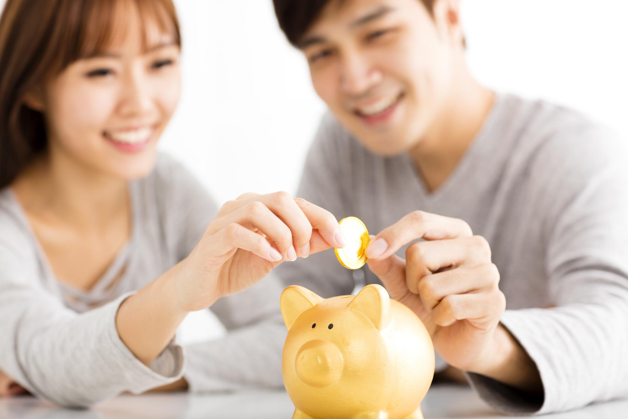 結婚したら始める貯金術21!低収入でも無理なく貯めるには?【専門家監修】