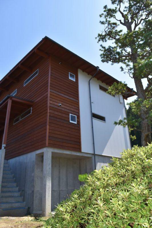 塩尻市「First House」は、敷地、風景、既存の植栽から考えた家です