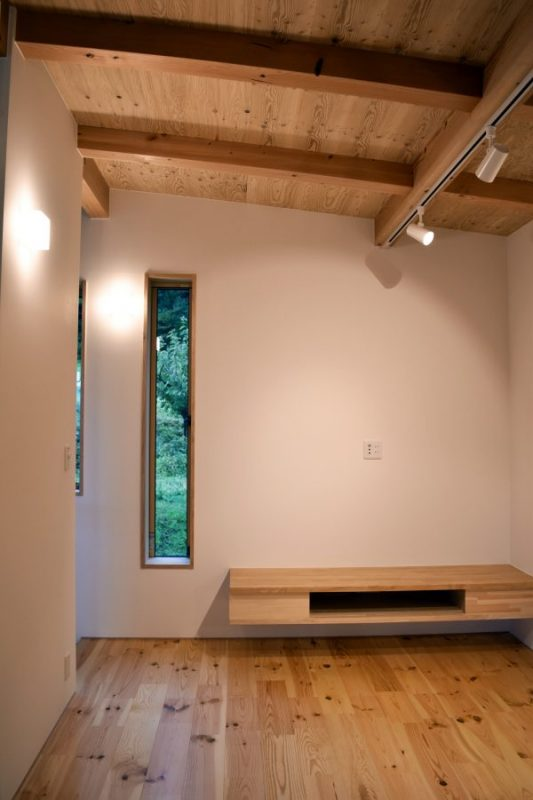 リビングは2F。団欒と寛ぐスペースを分け、住む人それぞれの時間を楽しめる間取り。その他勉強スペース、読書スペースがあり、同じ空間に居ながら自分だけの時間がつくれます。