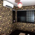 狭い寝室にもアクセントウォールを。壁紙DIYで作る癒しの空間