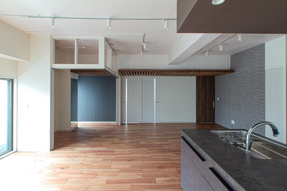 ルーバー天井の家・リノベーションマンションの写真1