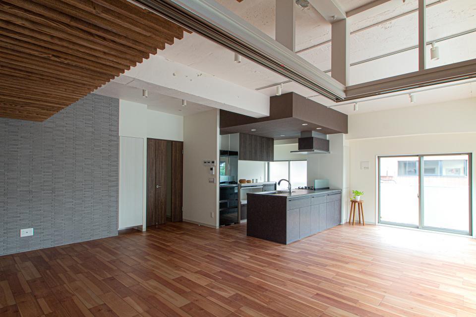 ルーバー天井の家・リノベーションマンションの写真2