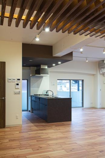 ルーバー天井の家・リノベーションマンションの写真8