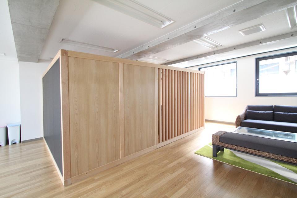 木のオフィスの写真0