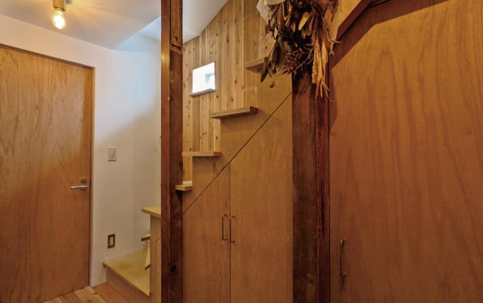 セルフビルドを取り入れてコストを抑えた中古住宅フルリノベーションの写真1