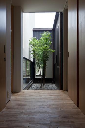 小さな中庭と大きな縁側の写真9