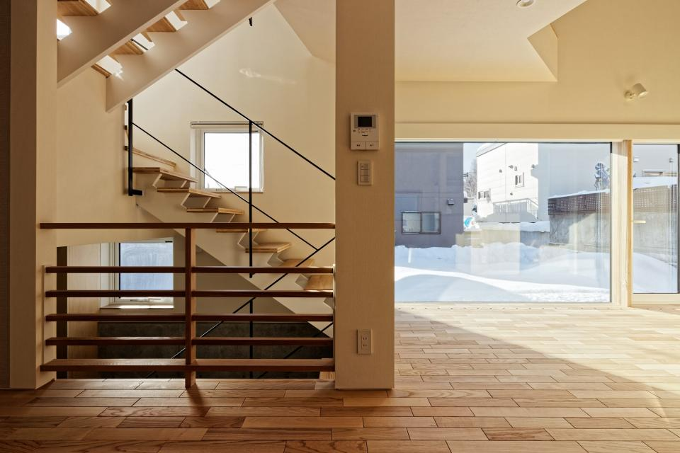 段差を繋ぐ家の写真3