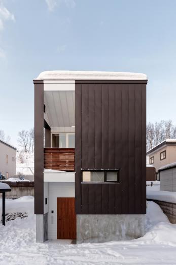 段差を繋ぐ家の写真4