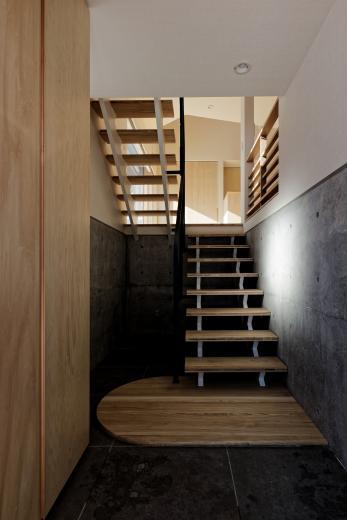 段差を繋ぐ家の写真6
