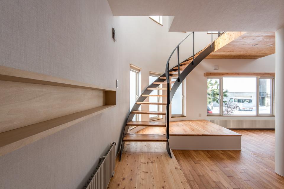 四分円階段が繋ぐ家の写真0