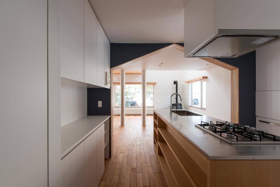 四分円階段が繋ぐ家の写真3