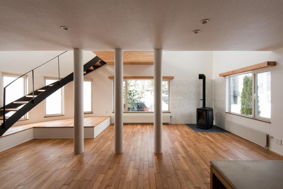 四分円階段が繋ぐ家の写真4