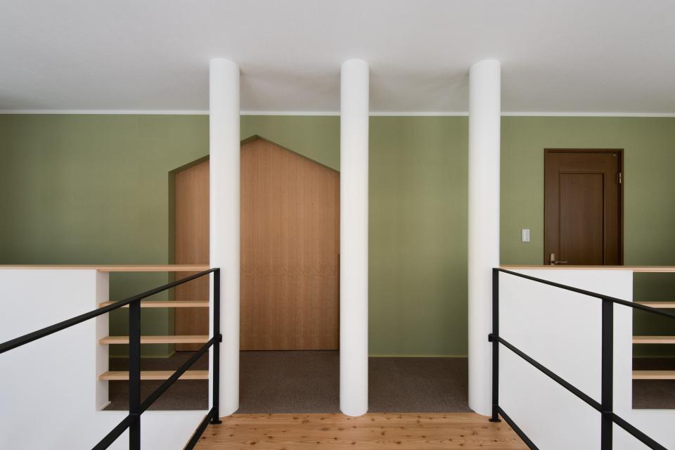 四分円階段が繋ぐ家の写真5