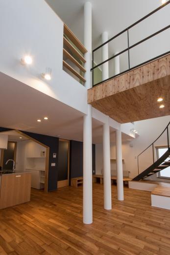 四分円階段が繋ぐ家の写真6