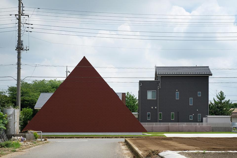 三角の大屋根に包まれた住まいの写真1