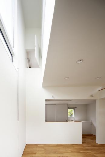 光と風、空間、繋がる狭小住宅の写真3
