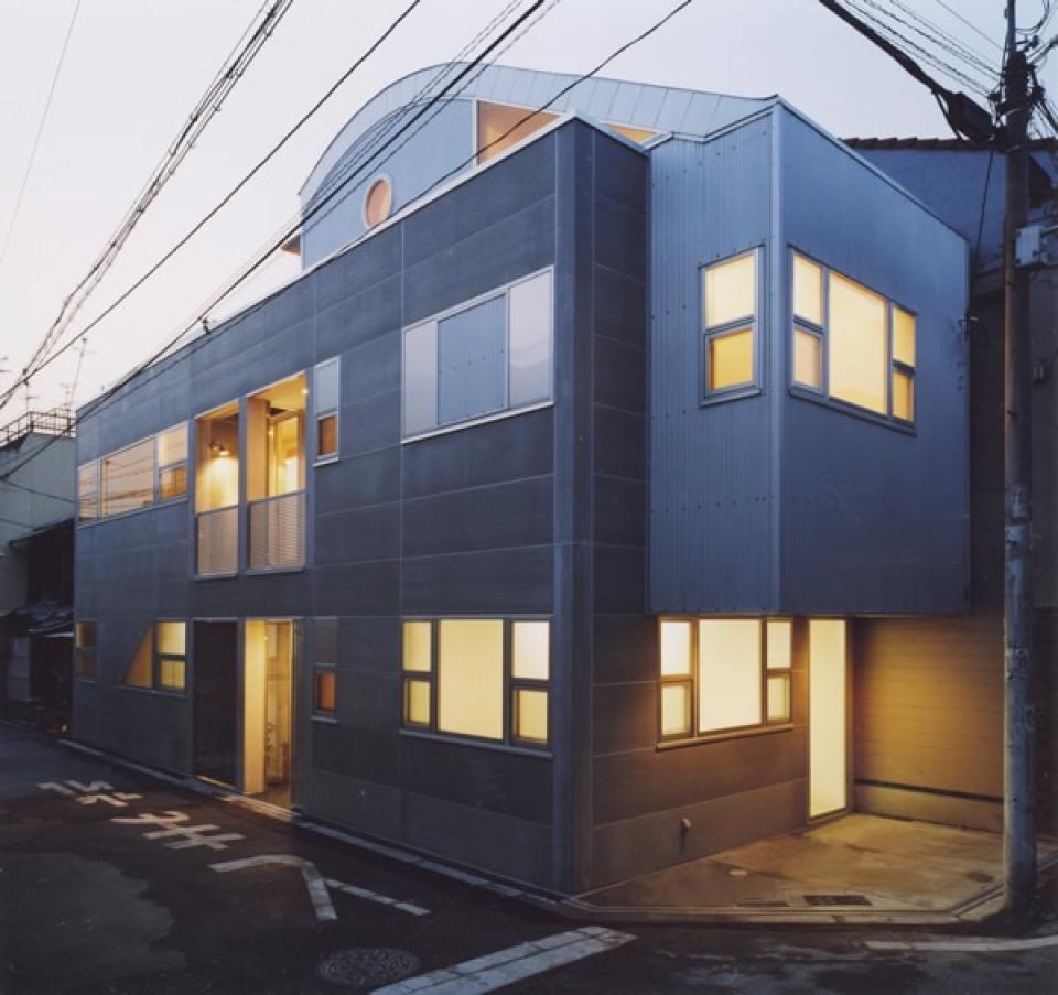 10cm角柱の家 -街中の住宅に光庭を取り入れる-の写真0
