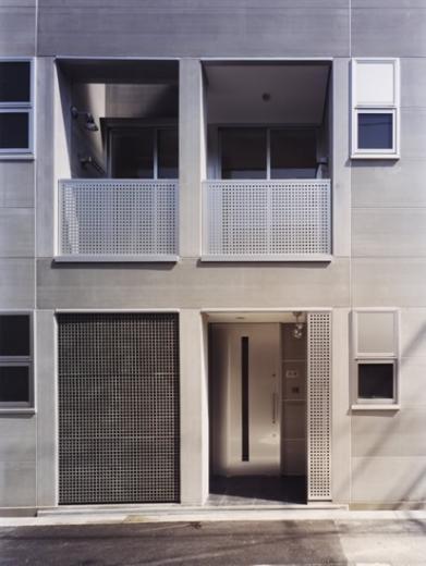 10cm角柱の家 -街中の住宅に光庭を取り入れる-の写真1
