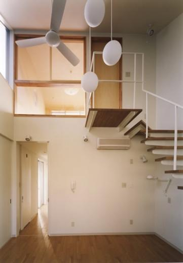 10cm角柱の家 -街中の住宅に光庭を取り入れる-の写真3