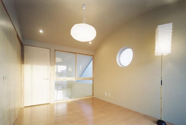 10cm角柱の家 -街中の住宅に光庭を取り入れる-の写真4