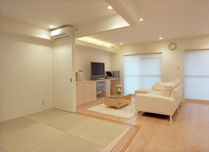 岡崎のマンション -斜めに切り取られた和室が空間の可能性を広げる-の写真1