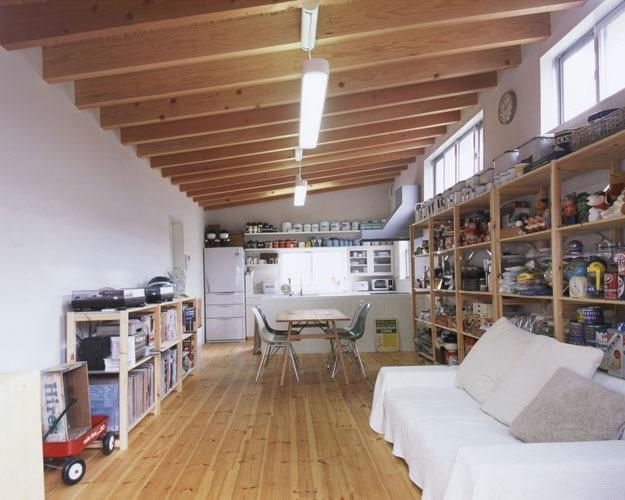 アンティーク雑貨に囲まれて暮らす家の写真2