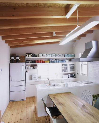 アンティーク雑貨に囲まれて暮らす家の写真8