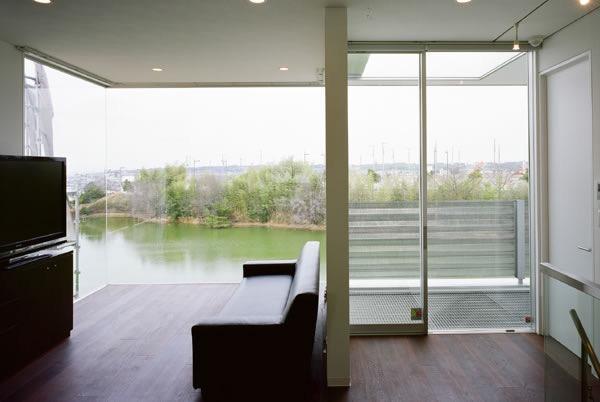 池を望む家 -水面を愛でる暮らし-の写真3