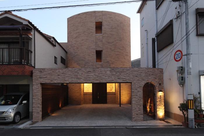 サンルームと吹抜のある家 -古城のような家-の写真0