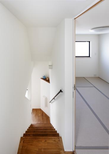5段の距離がいい -程よい距離感の二世帯住宅 長屋のフルリノベーション-の写真4