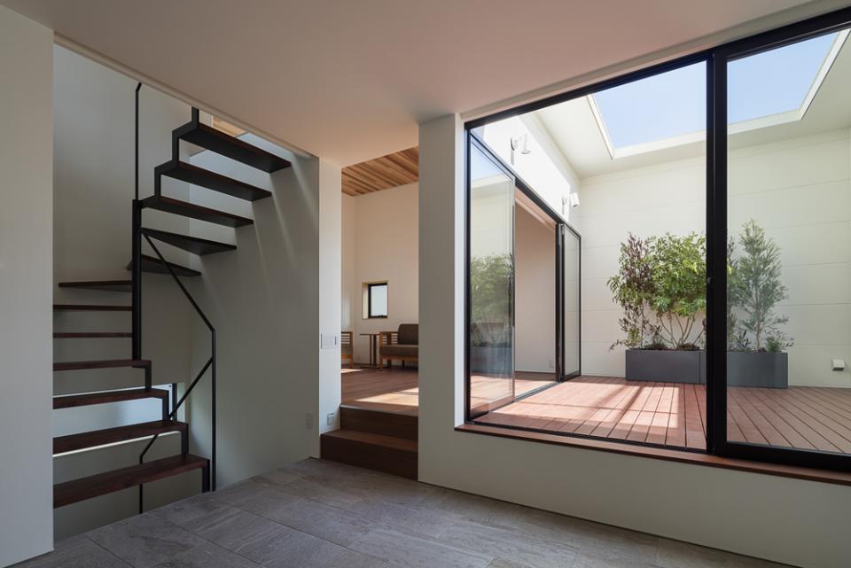 室内化したテラスを持つ家の写真0