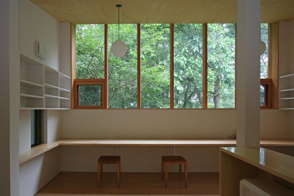 木立に佇む家の写真0
