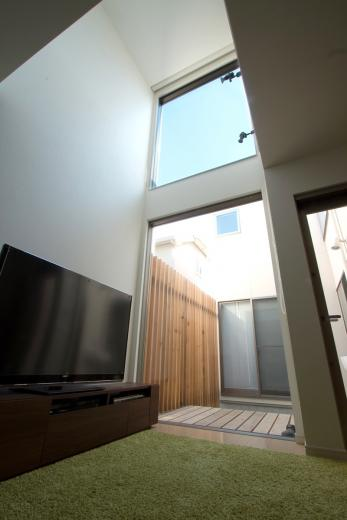 空が見える家の写真3