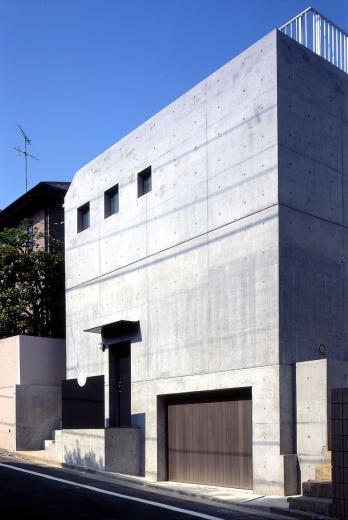 目黒の都市型住宅の写真1
