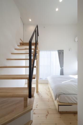 ステップのあるシンプルハウスの写真3