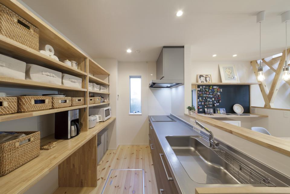 ステップのあるシンプルハウスの写真4