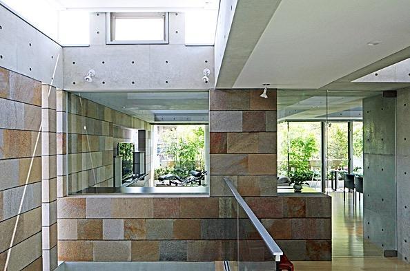 二段テラスの家の写真16