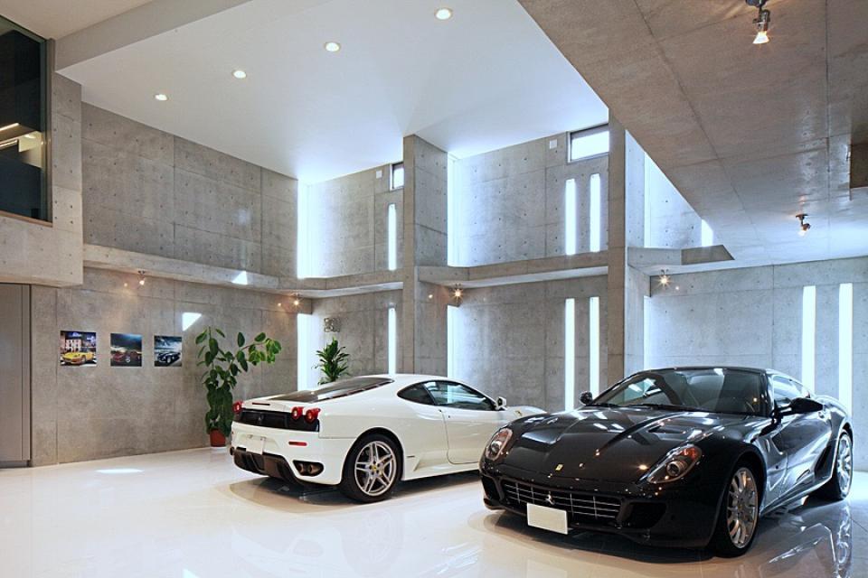 フェラーリを望む家の写真1