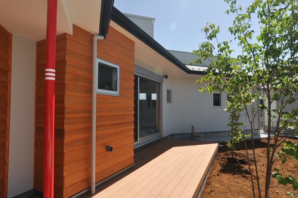 室内と庭空間 敷地を一体化する三角形プランの写真12