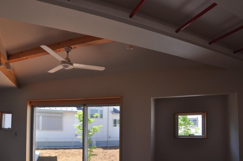 室内と庭空間 敷地を一体化する三角形プランの写真14