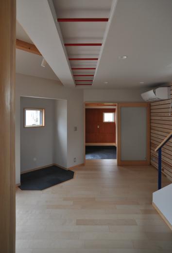 室内と庭空間 敷地を一体化する三角形プランの写真16