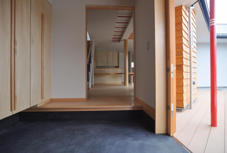 室内と庭空間 敷地を一体化する三角形プランの写真21