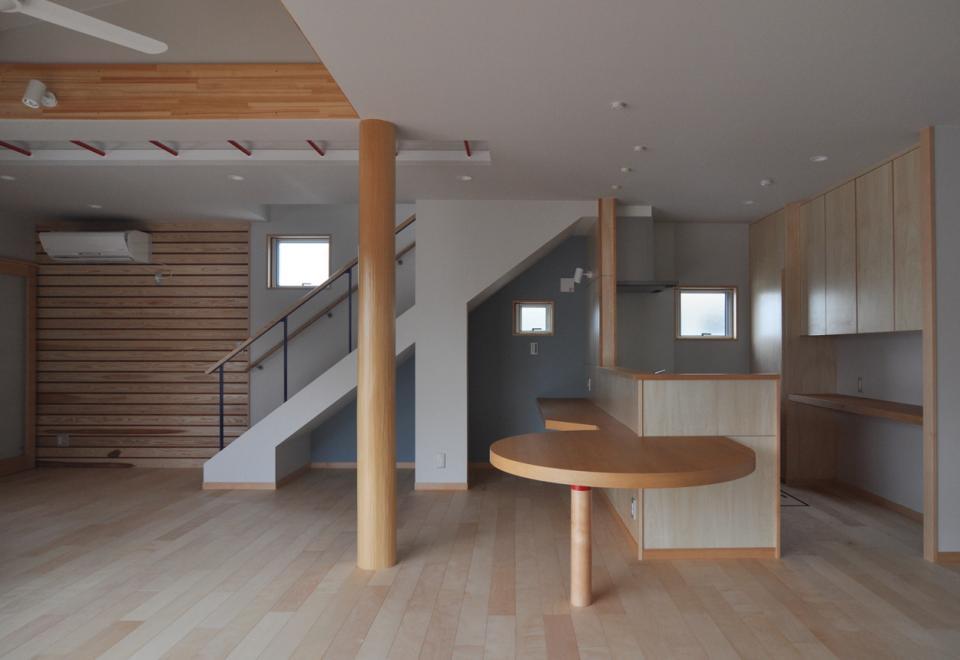 室内と庭空間 敷地を一体化する三角形プランの写真3