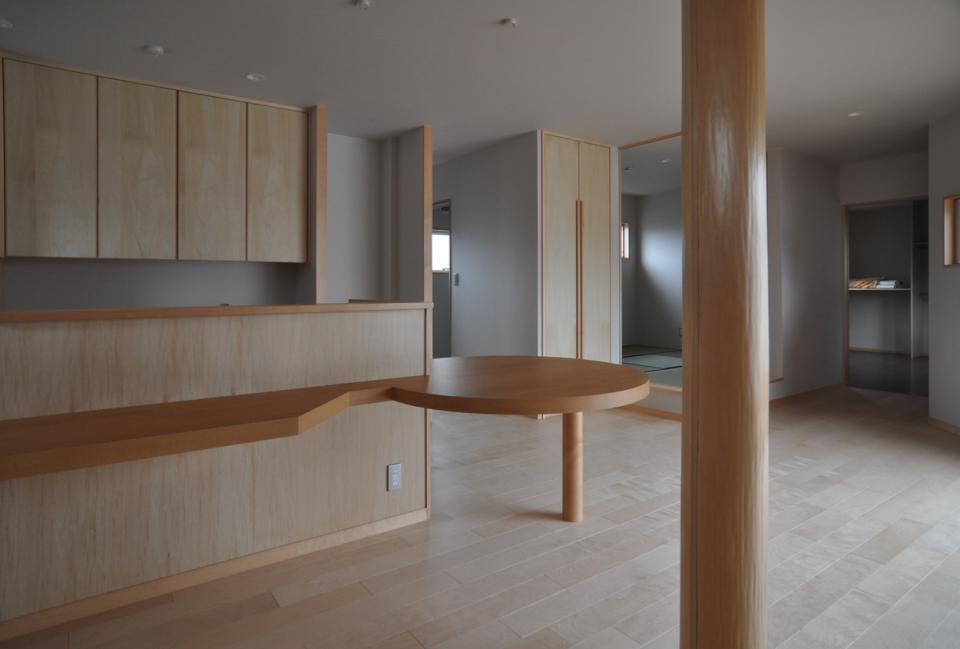 室内と庭空間 敷地を一体化する三角形プランの写真5