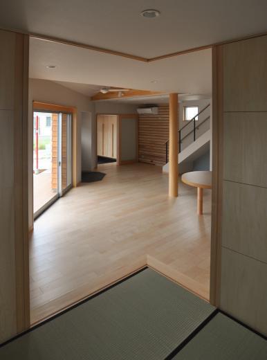 室内と庭空間 敷地を一体化する三角形プランの写真7