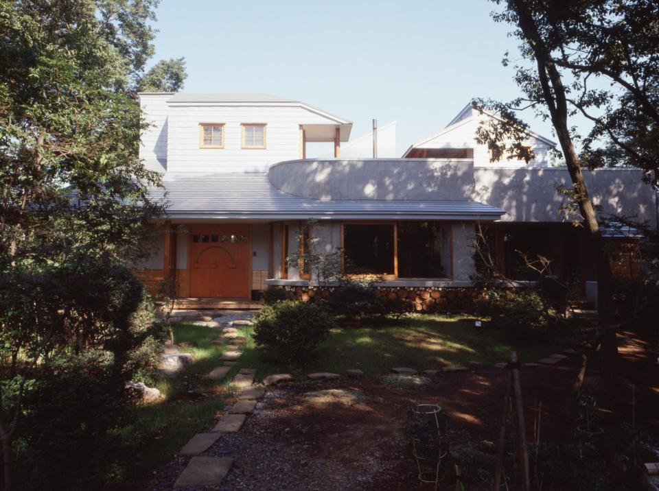 【雑木林の中の回遊住宅】屋上庭園に点在するアトリエの写真0