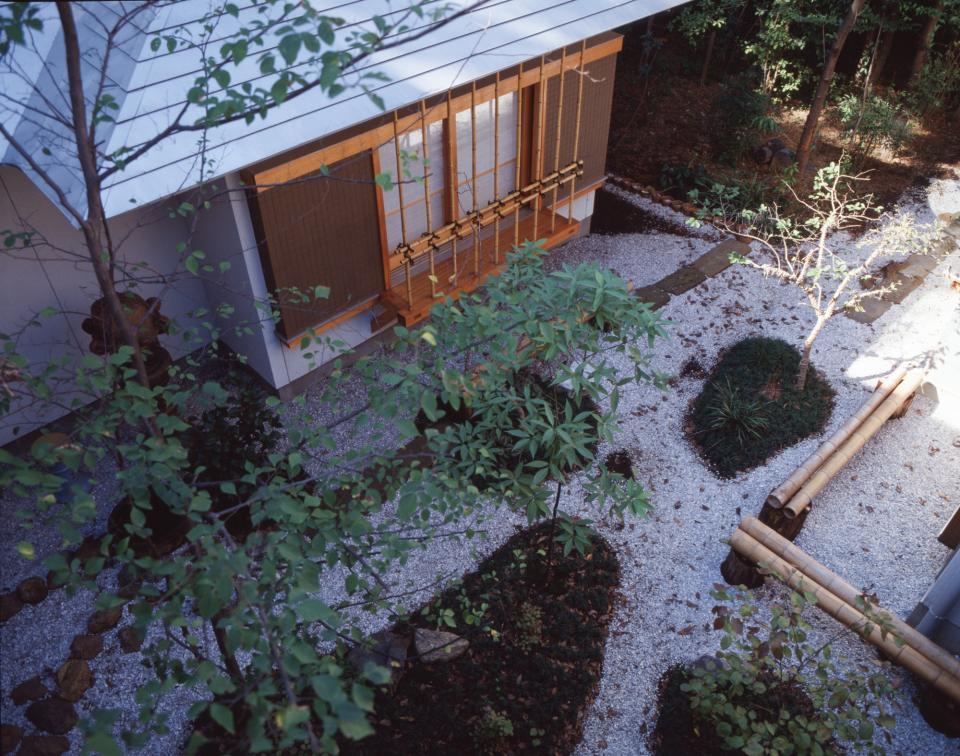 【雑木林の中の回遊住宅】屋上庭園に点在するアトリエの写真12