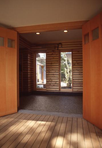 【雑木林の中の回遊住宅】屋上庭園に点在するアトリエの写真2
