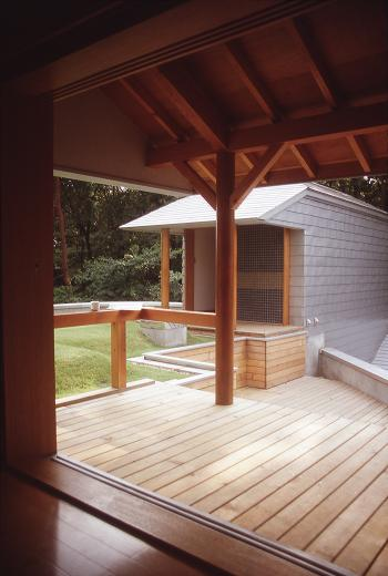 【雑木林の中の回遊住宅】屋上庭園に点在するアトリエの写真4